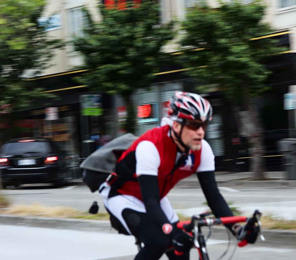 Bike Life | bike-life.se | Pendlande man på racer