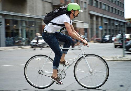 Melon Helmets i grön modell – in action.