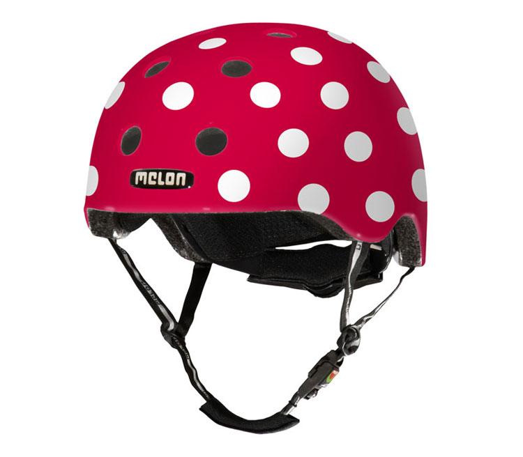 Röd cykelhjälm med vita prickar från Melon Helmets.