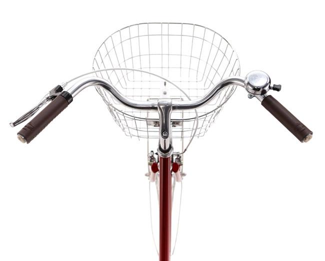 Till Step Through följer det med en cykelkorg med generöst utrymme.