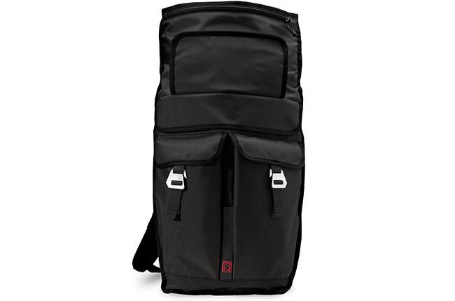 Öppnad Chrome Pawn, en ryggsäck för cyklister, i svart.