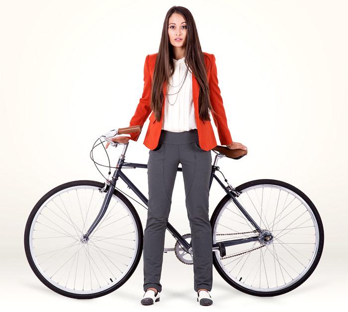 Perfect Bike Pant från Iladora säger det mesta om hur de ser på sitt nya plagg. Den perfekta byxan för den cyklande kvinnan, helt enkelt.