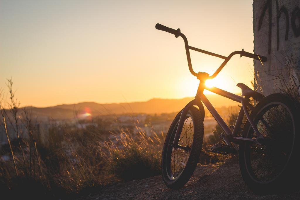 BMX i solnedgången.
