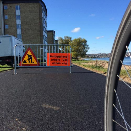 En hänvisning till alla cyklister att välja en annan väg. Vilken väg?