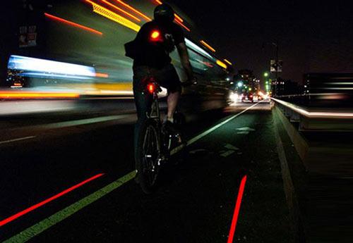 Mylane Laser Rear Light ritar effektivt upp en cykelbana på vägen bakom dig.
