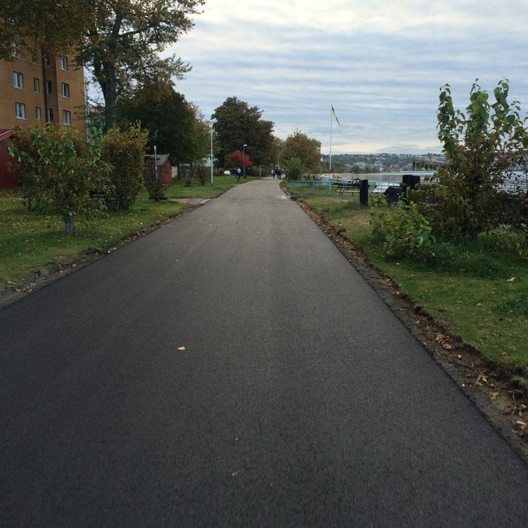Ny och fin asfalt.