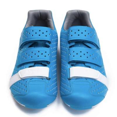 Rapha Climber's Shoes finns förutom blått även i svart/rosa och vit/grå.