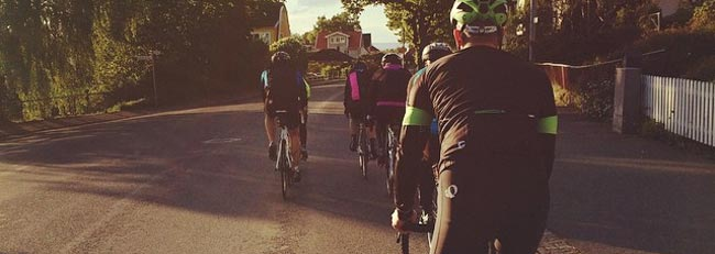 Cykla med kompisar