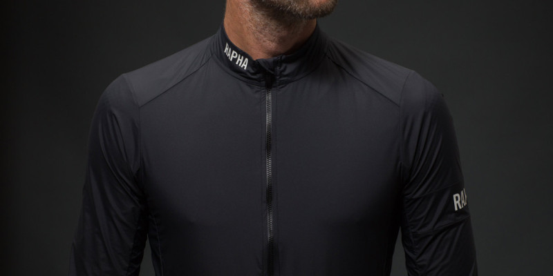 Rapha Pro Team Lightweight Wind Jacket framifrån